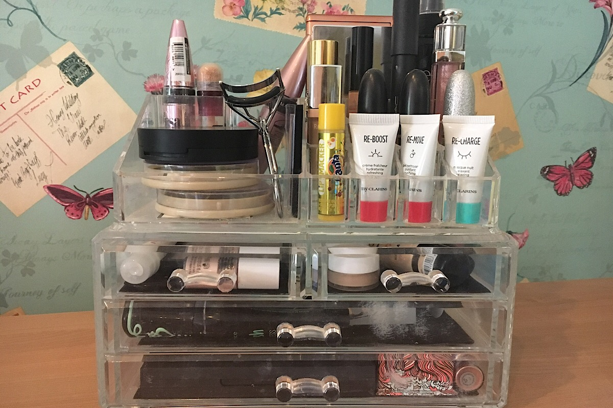 Declutter your makeup with a dressing table organiser